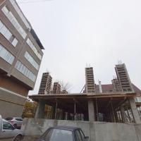 У Франківську назріває будівельний скандал — чиновник будує багатоповерхівку під вікнами у сусідів. ФОТО