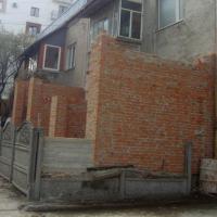 У Франківську з'явилася ще одна незаконна добудова до багатоповерхівки. ФОТО