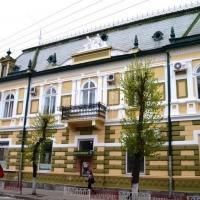 Знайомимось з історичними будівлями Івано-Франківська. Міський ощадний банк. Фото