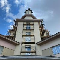 В Івано-Франківську триває активний ремонт фасаду міської Ратуші. ФОТО