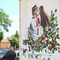 Одну з будівель у центрі Коломиї прикрасив новий мурал. ВІДЕО