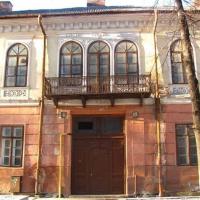 Будинок-привид: як на Шевченка занепадає 140-літня пам'ятка архітектури. ФОТО