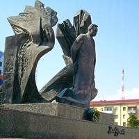 Знайомимось з історичними спорудами Івано-Франківська. Пам'ятник Івану Франку