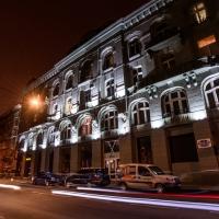 Відновлену пам'ятку архітектури доповнили вечірньою ілюмінацією. Фото